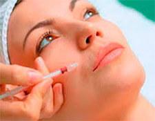 Aplicación de botox y ácido hialurónico